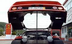 笑撃!フェラーリ F40 のエンジンフードを支える棒の正体が分かる動画