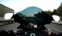 すげー!!!公道を超高速で爆走するスズキ ハヤブサ ターボの動画