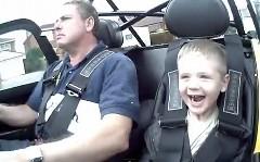 ちっちゃな男の子を ケーターハム 7 R500 に乗せてみた動画