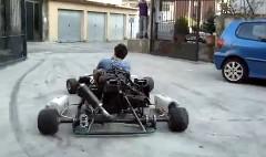 1000ccのエンジンを積んだモンスターカートをちょっと試乗してくるっていう動画