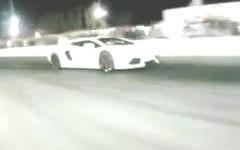 1000馬力の日産 GT-R vs ランボルギーニ アヴェンタドール ドラッグレース動画