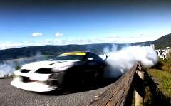 トヨタ スープラが魅せる迫力のヒルクライムドリフト動画