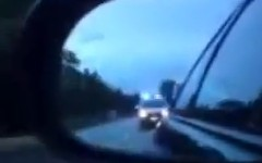 ドラッグ仕様の日産 スカイライン GT-R がパトカーを振り切っちゃう動画