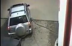 やっちまった~!ガソリンスタンドでノズルを外し忘れて発車しちゃう動画