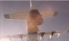 実車をスカイダイビングさせちゃうシボレー ソニックのCM動画