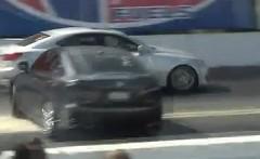 レクサス IS 同士のドラッグレースでスタート直後にクラッシュしちゃう動画