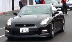2012年式 日産 GT-R は550馬力 0-100km/h 2.8秒!っていう動画