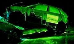 夜の事故にも安心?緑色に発光して事故を知らせちゃう動画