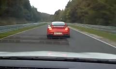 ルノー メガーヌ RS vs ポルシェ 997 GT2 RS ニュルバトル動画