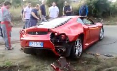 フェラーリ F430 が事故で逆さまになっちゃった動画