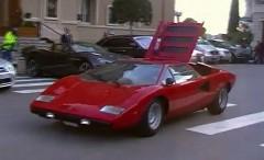 エンジンフードを閉め忘れちゃったランボルギーニ カウンタックの動画