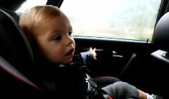 アウディ S6改 465馬力の加速に喜んじゃう男の子の動画