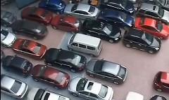 ギリギリまで詰め込んじゃう中国の駐車場の動画
