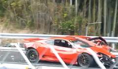 中国道で発生したフェラーリ8台を含む多重事故後の動画