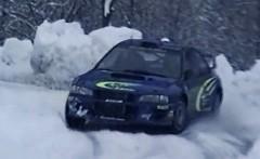 かっこいい!雪道を爆走するスバル インプレッサ WRC の動画