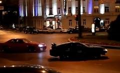 日産 スカイラインとトヨタ スープラが街中でドリフトしちゃう動画