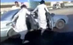 道路でスケートしちゃう陽気なアラブ人の面白動画