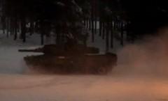 雪が降れば戦車だってドリフトしちゃうぜっていう動画