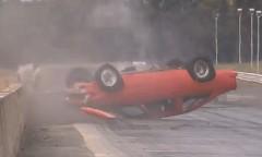ドラッグカーがコントロールを失ってクラッシュしちゃう動画