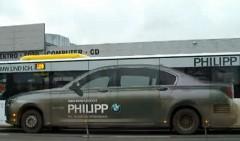 巨大な BMW が現れた!っていう動画