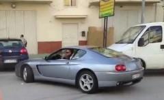 フェラーリ 456 がみんなの前でクラッシュしちゃう動画