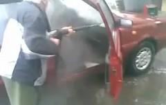 いいか!車内を洗うのはこうやってやるんじゃ!っていう動画