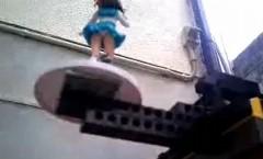 レゴで作った遠隔パンチラ撮影マシンがすごいっていう動画
