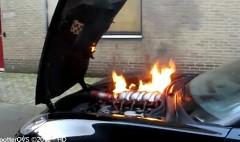 シボレー コルベット Z06 のエンジンルームが燃えちゃった動画