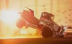 トラックのスタントショーを集めた動画