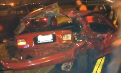 高速道路でドラッグレースしてたら他の車に追突されちゃった動画
