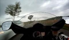 スズキ GSX-R1000 が公道で299km/h出しちゃう動画