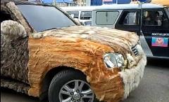 なんだこれwww車のボディに毛皮を着せちゃった面白動画