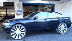 でかっ!BMW 7シリーズに特大28インチホイールを履かせてみた動画