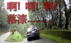 バイクでちょっと飛ばしたら警察につかまっちゃったアルよっていう動画