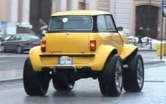 初代ミニを4WDのオフロードカーに改造しちゃった動画