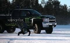 超カッコイイ!ジョリアン・ポノマレフが魅せる迫力の氷上バイクスタント動画