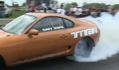 トヨタ スープラのドアがドラッグレース中にぶっとんじゃう動画