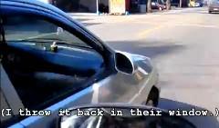 前の車が窓からゴミを捨てたので戻してやった動画