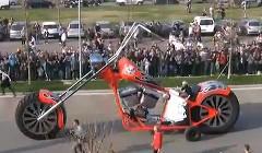 で、でけー!!世界一大きいチョッパーバイクの動画