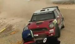 ミニのラリーカーが目の前ギリギリを通り過ぎちゃう動画