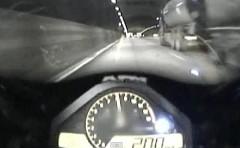 ホンダ CBR1000RR がストックホルムの公道を暴走しちゃう動画