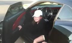 9歳の女の子が600馬力のシボレー カマロをホイルスピンさせちゃう動画