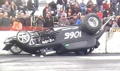 スタート失敗でクラッシュしちゃったドラッグカーの動画