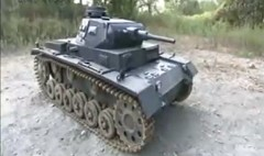 人が乗って走らせる事ができるドイツ3号戦車を自作しちゃった動画