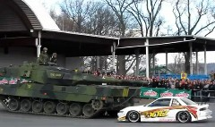 戦車と日産 シルビアのドリ車が謎の競演をしちゃう動画