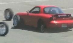 マツダ RX-7 のタイヤが走行中に全部取れちゃう動画