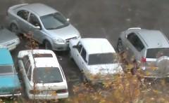 迷惑駐車のせいで出られないから強引に発車してやった動画