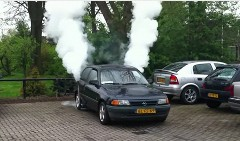 オペル アストラを白煙もくもくのスモーキーカーに改造してみた動画