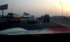 フェラーリ 599 GTO で高速道路を爆走してみた動画