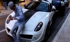 フェラーリ 599 のボンネットはこうやって閉めるんだぜ!っていう動画